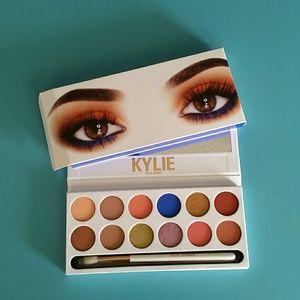 Kylie Jenner Eyeshadow Royal Peach Palette NWT